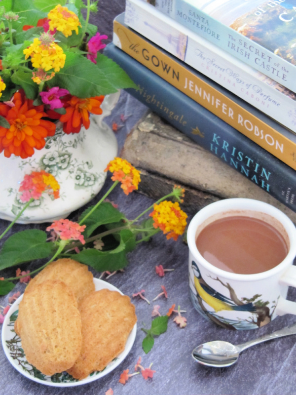 Books-flowers-hot-chocolate