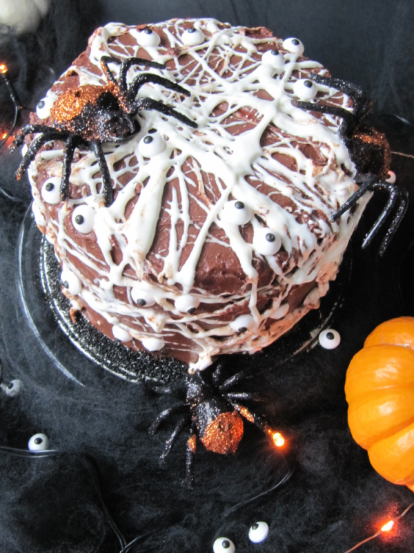 a-marshmallow-spider-web-cake