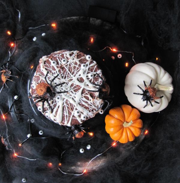 marshmallow-spider-web-cake