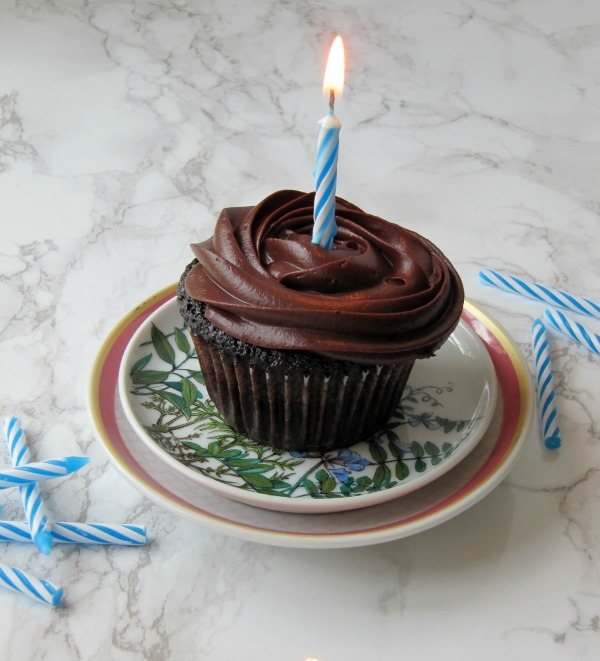 Hersheys-perfectly-chocolate cake