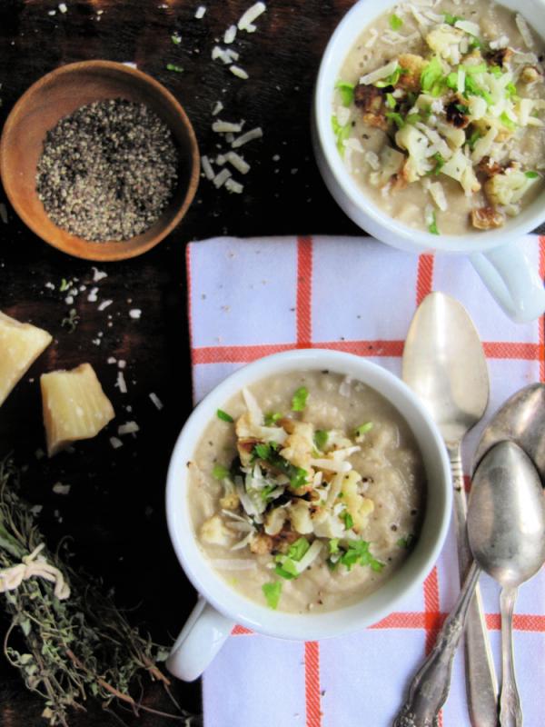 Creamy-cauliflower-chicken-and-leek-souo