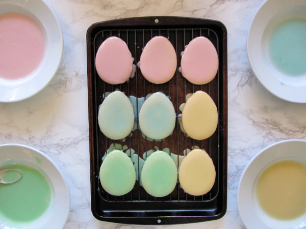 Pastel egg shaped cookies